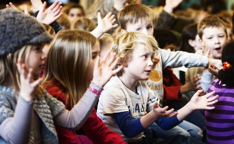 """Flere politikere fra Dansk Folkeparti forsøgte i går at få svar fra Marianne Jelved på, om den nye skolereform indirekte risikerer at """"afkristne"""" Danmark."""