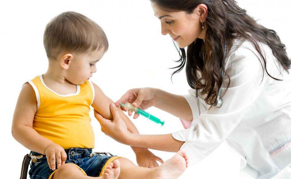 Tal fra Statens Serum Institut viser, at 86 procent af danske børn født i 2012 blev vaccineret for mæslinger, røde hunde og fåresyge. Tilslutningen tegner sig lidt lavere end de seneste 15 år, hvor mellem 88 og 90 procent af årgangene er vaccineret. Modelfoto