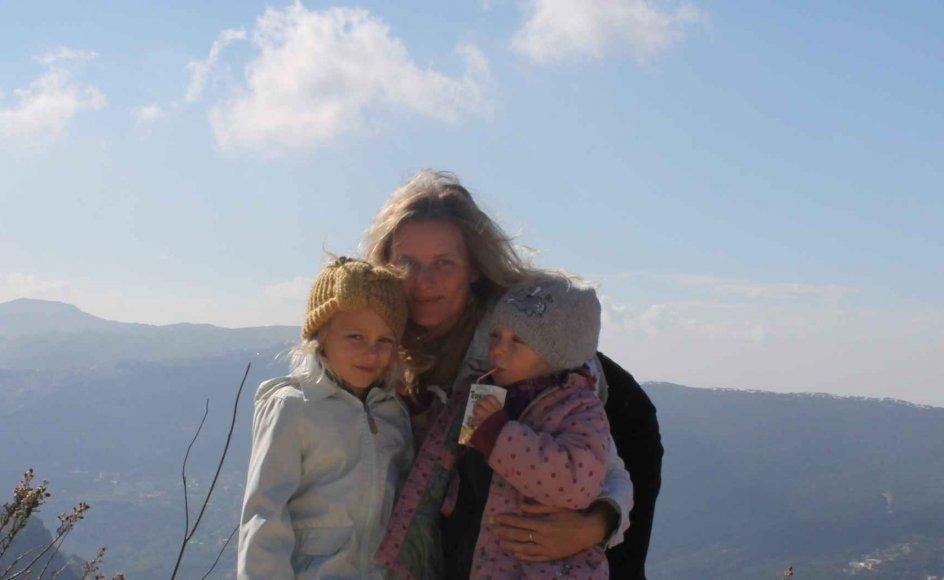 Birgitte Søgaard Lauta med døtrene Agnes og Ella i Libanon, hvor de bor som udsendt af missionsorganisationen Danmission.