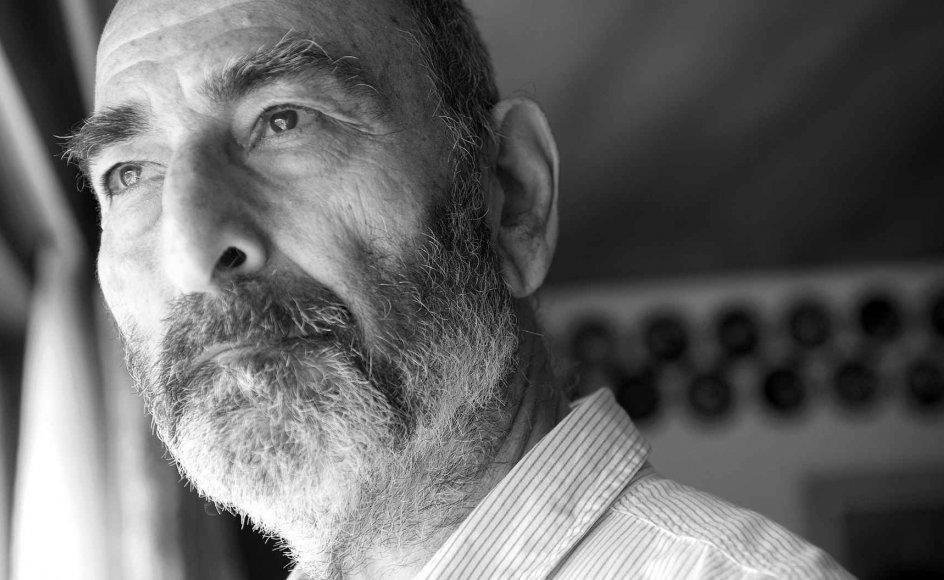 """""""Vi har mistet noget meget værdifuldt, som er svært at erstatte. Det er meningsløst. Derfor er vi forpligtede til at gøre det meningsfuldt for samfundet og demokratiet,"""" siger Mordekhai Sergeot Uzan, der er far til den dræbte jødiske vagtmand, Dan Uzan."""