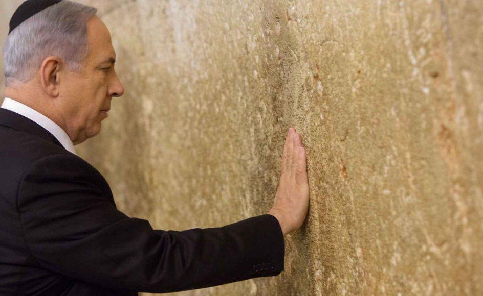 Israel har de seneste år sat gang i en række reformer, der udfordrer de ultraortodokses særstatus i samfundet. Blandt andet bliver det stadig sværere for ultraortodokse at slippe for værnepligt, hvilket har skabt voldsomme protester blandt de strengt religiøse jøder. Her ses Benjamin Netanyahu i Jerusalem.