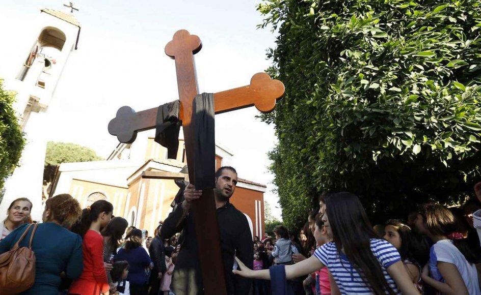 Langfredag var assyriske kristne flygtninge på gaden i Libanons hovedstad Beirut for at deltage i et langfredagsoptog.