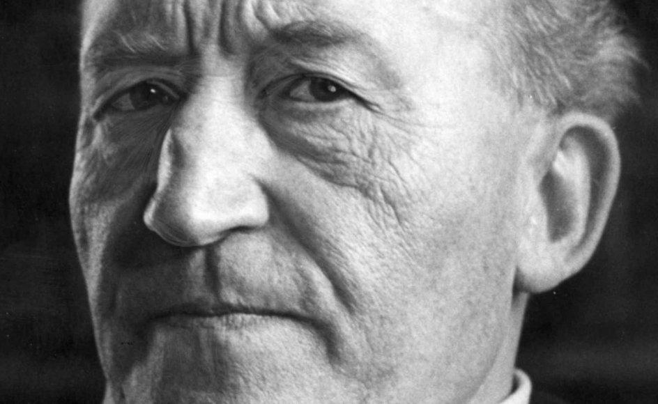 William Heinesens forfatterskab er født af Moder Syvstjerne med syv digtsamlinger, syv romaner og syv novellesamlinger. Hertil kommer alt det andet, malerkunsten, papirklippene, sangene og musikken.
