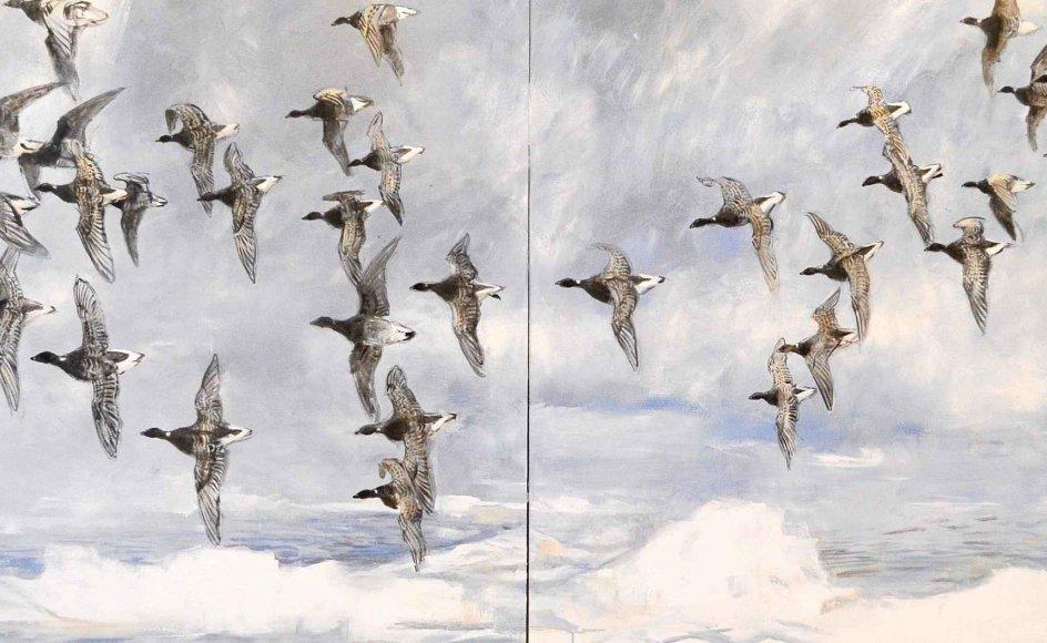 Kunstneren og ornitologen Jens Gregersen har malet nogle store billeder i olie, der fylder væggene ud på Johannes Larsen Museet i Kerteminde. Der er tale om et par store panoramiske malerier af gæs på træk. Fuglene danner deres vingede partitur hen over himlen, så deres færd omsættes til en slags sfærisk malerisk musik.