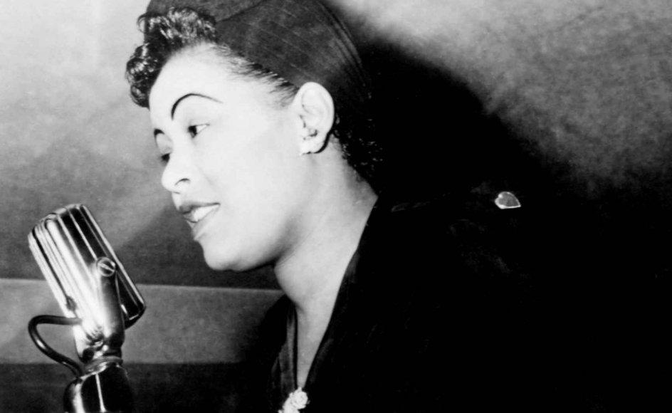 """Jazzsangerinden Billie Holiday levede et hårdt liv med alkoholmisbrug og stoffer, men sang det ud i hits som """"Strange Fruit"""", """"God Bless the Child"""" og """"All of Me""""."""