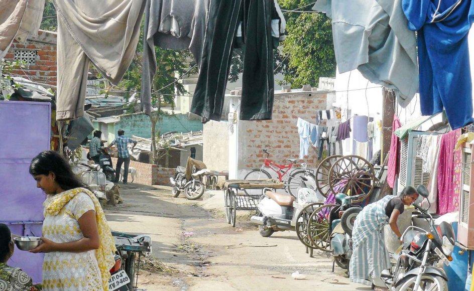 De fleste af de indere, som er klatret over grænsen for ekstrem fattigdom, bor stadig i slumkvarterer som Rahul Nagar.