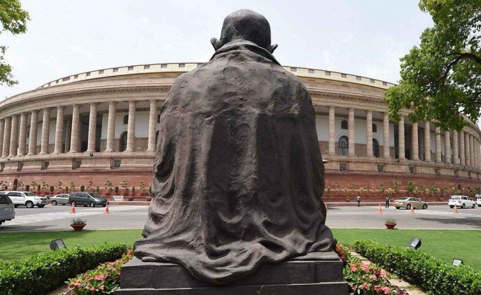 """""""Indgrebet ligger i forlængelse af en generel indisk mistænksomhed over for udenlandske organisationer,"""" siger Indiensekspert om Indiens inddragelse af organisationsgodkendelser. Her ses et billede af Indiens parlament i New Delhi."""