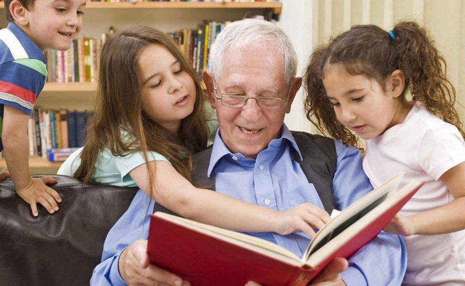 Familien - og andre værdifulde fællesskab - kan have en enorm stor betydning for, hvordan en mand håndterer sit sygdomsforløb, forklarer chefpsykolog Svend Aage Madsen. Man skal som pårørende dog være opmærksom på, at mange mænd ikke har brug for at tale om sygdommen hele tiden - og når man taler om det, kan det være en god idé at være fysisk aktiv imens.
