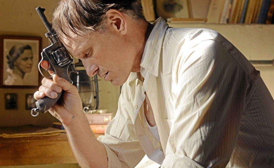 Viggo Mortensen er overbevisende i rollen som den tidligere franske officer Daru.