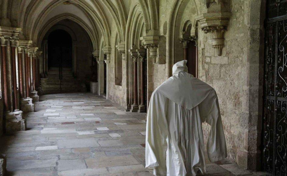 Cistercienserordenen eksisterer endnu. Her forlader en munk vesper-bønnen på Heiligenkreutz-klosteret i Østrig.