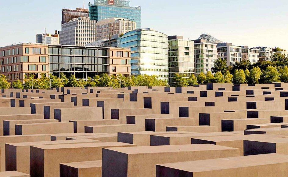Holocaust-mindesmærket ved Brandenburger Tor er blevet en af Berlins store turistattraktioner siden indvielsen i 2005.