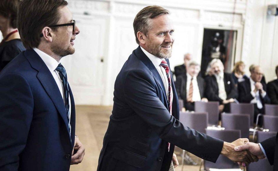 Det er blandt andet Anders Samuelsens (midten) parti, Liberal Alliance, som får medvind af valgkampens få og altoverskyggende emner, mener Kristeligt Dagblads politiske redaktør.