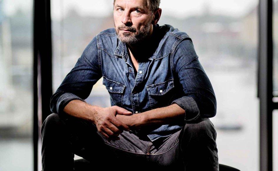 Mikael Birkkjær har efter sin fars tidlige død haft let adgang til sine følelser og aldrig været bange for de mørke af dem. Det har hjulpet ham som skuespiller og far.