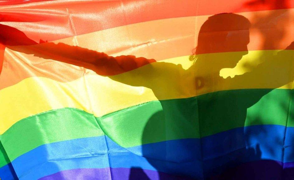 Et 5-4 flertal i Højesteret afgjorde, at par af det samme køn har ret til at legemliggøre deres kærlighed i ægteskab, uanset hvor i USA de bor, og at delstaterne ikke længere har ret til at forbeholde heteroseksuelle par denne rettighed.