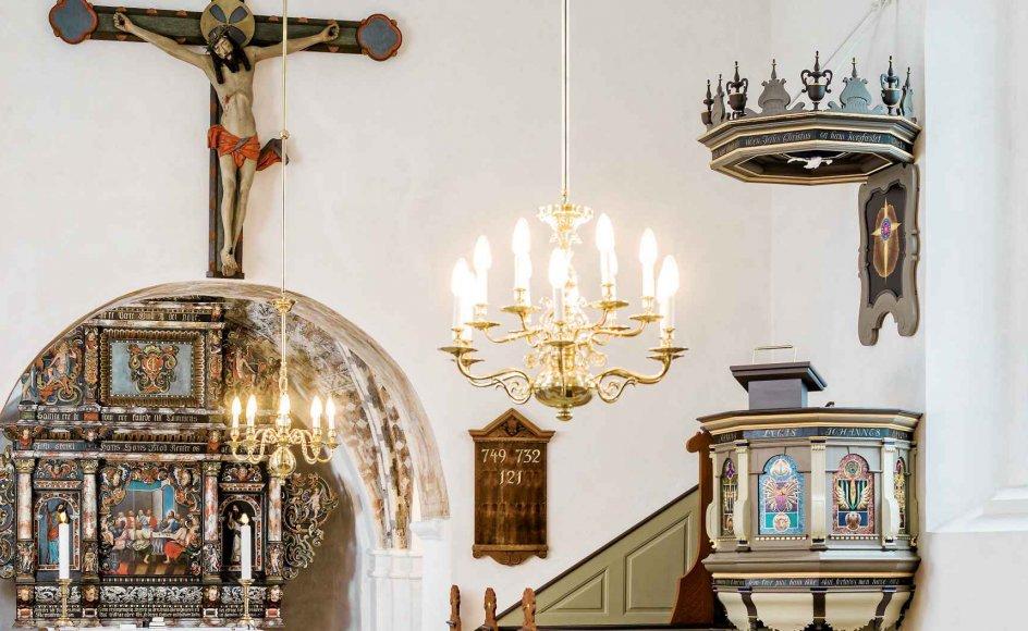 En af uenighederne mellem Akademiraadets Udvalg for Kirkekunst og landets menighedsråd tager udgangspunkt i en ny udsmykning til prædikestolen i Kirke Hyllinge Kirke på Midtsjælland, hvor dette billede stammer fra