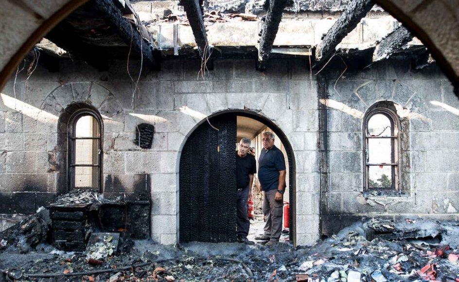 Adskillige bygninger blev udbrændt, da gerningsmænd satte ild til bygningskomplekset for Kirken for Jesu bespisningsunder 18. juni i år.