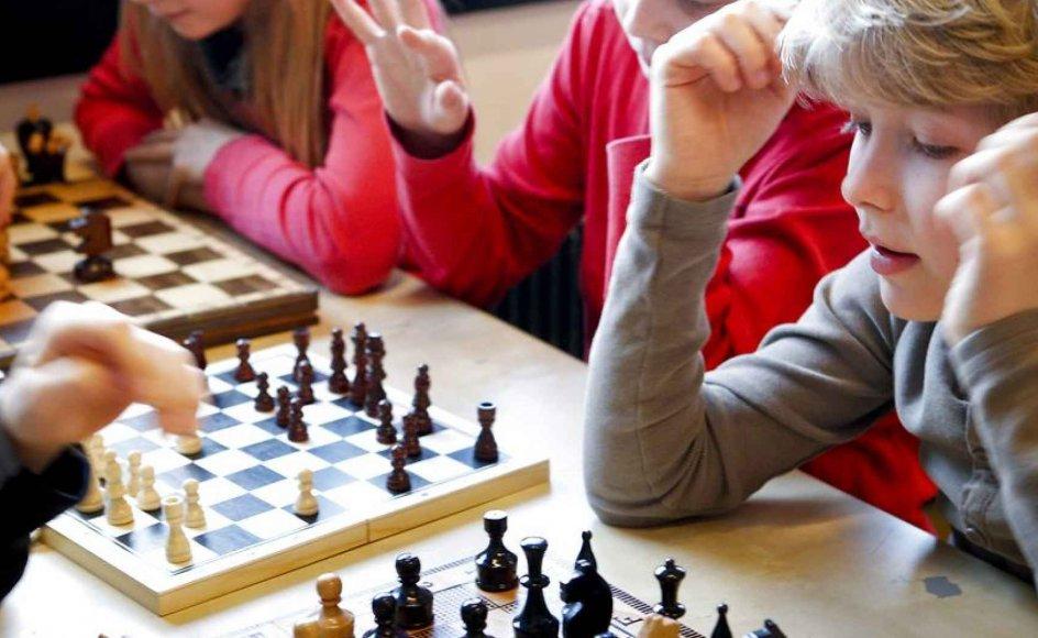 På Horsens Byskole bruger de skoleskak som middel til at styrke elevernes koncentrations- og hukommelsesevner.