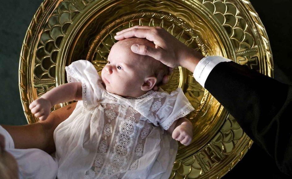 Mange forældre lader ikke deres børn døbe, ligesom de heller ikke vil tale om børnene om døden. Men på et tidspunkt går det galt, for døden dukker op inde i hovedet på selv små børn, skriver Sten Abrahams.