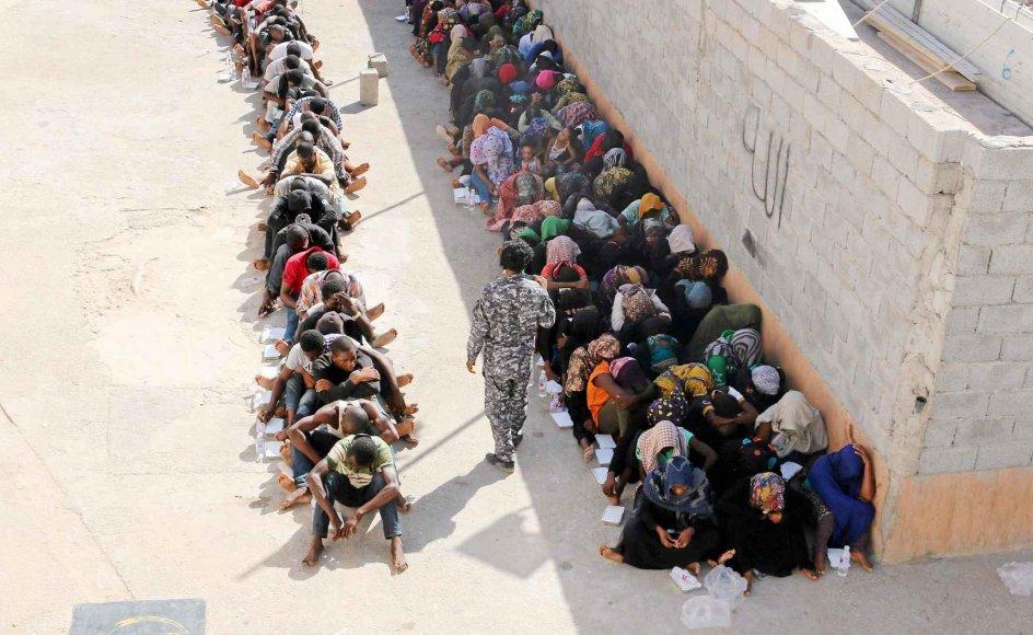 Så sent som i den forgangne uge gennemførte libyske sikkerhedsstyrker flere dage i træk razziaer i hovedstaden, Tripoli, hvor mere end 100 mistænkte menneskesmuglere og illegale indvandrere blev tilbageholdt. -