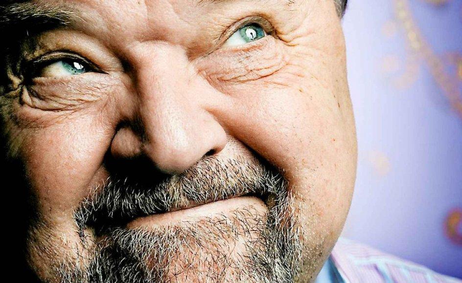 """""""Der skal ikke ændres mange formuleringer, så er det faktisk socialistisk,"""" siger skuespiller og dramatiker Flemming Jensen om søndagens tekst."""
