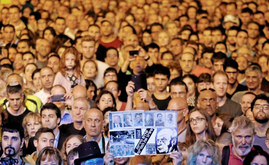 I lørdags var tusinder af israelere samlet på Rabin-pladsen i Tel Aviv for at mindes den tidligere premierminister Yitzhak Rabin, der blev dræbt for 20 år siden. -