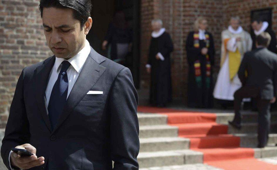 Flere biskopper beskylder kirkeminister Manu Sareen for at have gennemtrumfet et vielsesritual for homoseksuelle uden at have orienteret dem tilstrækkeligt på forhånd. -
