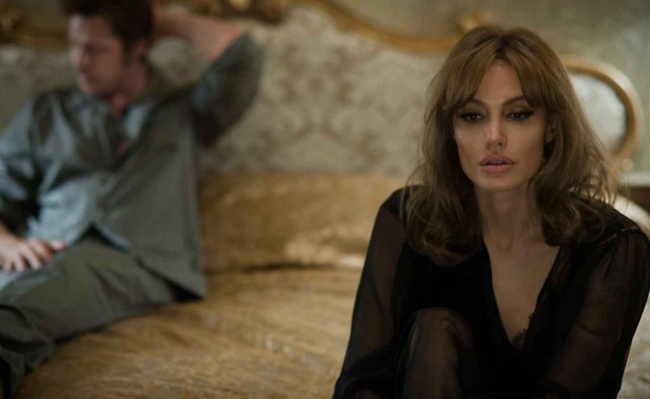 """Der er ikke sparet på romantiske og lækre omgivelser i filmen """"By the sea"""", hvor Brad Pitt og Angelina Jolie Pitt spiller hovedrollerne."""
