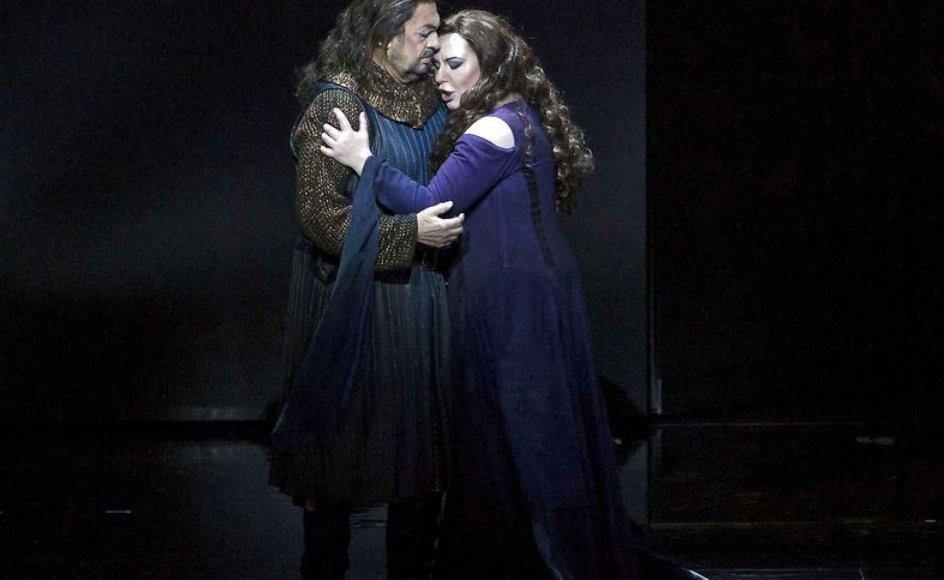 Jeg blev betaget omkring 13-årsalderen, og jeg har været en operafreak siden, fortæller Flemming Christensen. Her ses en scene fra Verdis Macbeth.