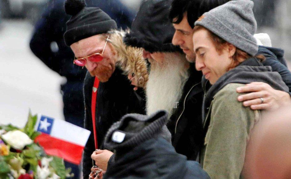 Medlemmerne af rockbandet Eagles of Death Metal mindedes i går de personer, der blev dræbt ved bandets koncert på spillestedet Bataclan i november. -