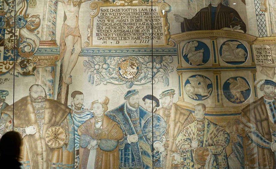 Ved at anvende reformationsfejringerne som ledetråd fra 1500-årene og helt frem til vore dage giver bogen en viden om den teologiske, kirkelige og samfundsmæssige udvikling i Danmark igennem 500 år, skriver anmelder om ny bog.