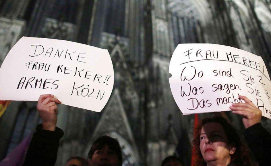 Tyske kvinder skal selv selv gøre en indsats for at undgå at blive ofre for seksuelle overfald, lød det fra Kölns overborgmester. Men den udmelding underminerer kvinders grundlæggende ret til at færdes frit, mener flere danske iagttagere. Her demonstrationer i Köln.