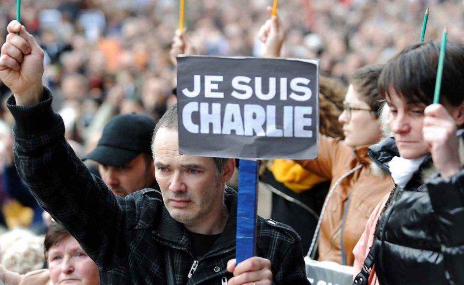 """Charlie Hebdos første forside efter attentatet, hvor tegneren Luzier fremstillede en grædende Muhammed-skikkelse under overskriften """"Tout est pardonné"""" - alt er tilgivet - gav Ejvind Hansen idéen til bogen. Arkivfoto."""