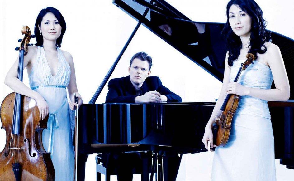 Værket er tilegnet den dansk-koreanske Trio con Brio og er en manifestation af det frugtbare samarbejde mellem Sørensen og de tre fremragende musikere: Jens Elvekjær (klaver), Soo-Jin Hong (violin) og Soo-Kyung Hong (cello).