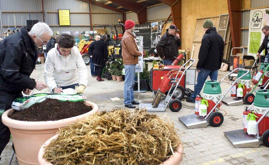 De seneste to dage har blandt andre gravere, menighedsrådsmedlemmer og kirkegårdskontorer deltaget i temadage om kirkegårdens fremtid i Roskilde. Dagen bestod af oplæg og tid til at se på nye maskiner, planter og mindegenstande til gravesteder.
