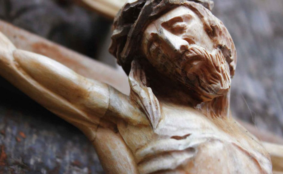 Jeg er ateist. Jeg kan ikke forlige mig med det mytologiske og doktrinære indhold i hverken kristendommen eller andre religioner. Men at mennesket har gjort sig frugtbare erfaringer, før den moderne sekularisering satte ind, er åbenbart, skriver Søren Søberg Poulsen.