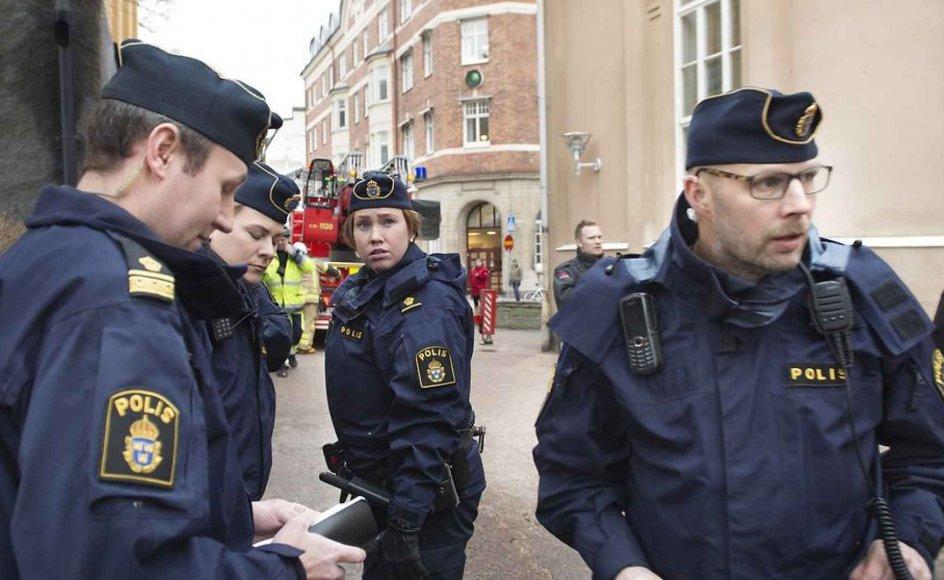 53 områder i Sverige er ifølge en rapport fra politiets nationale operativafdeling, Noa, hærget af kriminelle bander og flere steder også religiøs ekstremisme, hvor ambulancefolk ikke tør køre uden skudsikker vest.