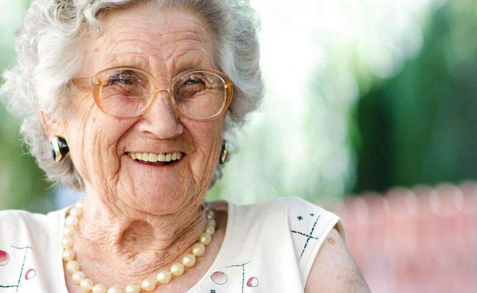 Det er allerede nu muligt at udskyde alderdommen ved at leve et sundt liv, men forskere mener, at man i fremtiden vil kunne opnå en lignende effekt ved hjælp af et skud livsforlængende medicin. Modelfoto.