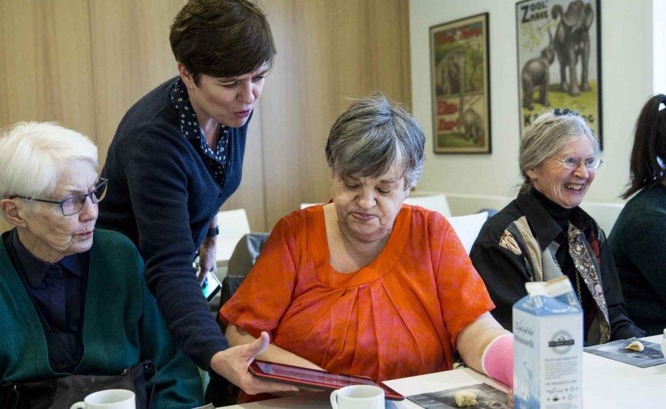 Med Give&Take-platformen skal ældre kunne danne fællesskaber via internettet. Lone Malmborg er koordinator på projektet, og Anne-Marie Bunster er en af brugerne, der har givet feedback til Lone Malmborg og de andre udviklere.