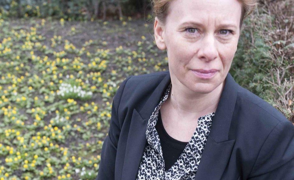 Kirkegårde minder både en om døden og det, der er vigtigst i livet, mener forfatteren Lotte Kirkeby, der allerede mistede sin far, da hun var 19 år, og hun kommer ofte på Holmens Kirkegård nær sit hjem i København.