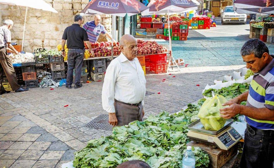Omkring 20 procent af den israelske befolkning er arabere, mens jøder udgør cirka 75 procent. Mange arabere bor i deres egne byer eller bydele, som på billedet i Nazaret, der er Israels største arabiske by. –
