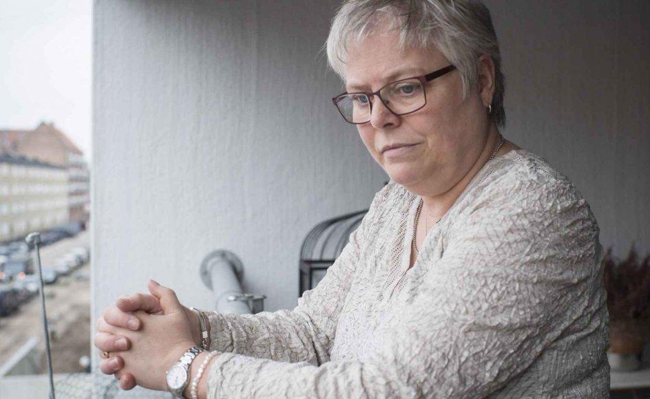 """""""Jeg har været i sorg, men jeg føler mig ikke deprimeret nu,"""" siger Lone Thomsen, der her ses på altanen i sit hjem i København. –"""