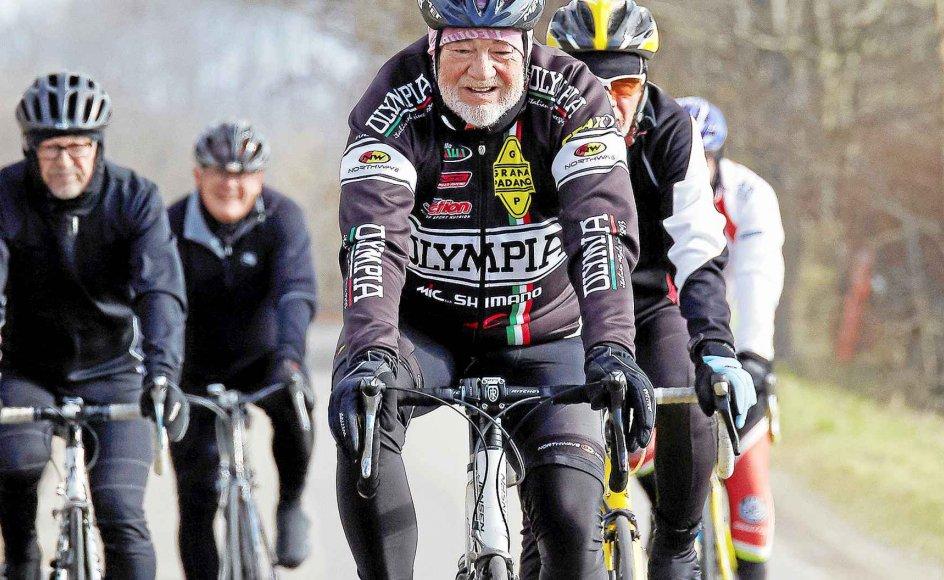 Ambitionsniveauet i Team Olympia Senior er højt, og medlemmerne skal kunne cykle 50 kilometer på to timer. Men fællesskabet er det vigtigste, lød det samstemmende, da Kristeligt Dagblad en lys forårsmorgen besøgte senior-cykelklubben til træning ved Marselisborgskoven i Aarhus.
