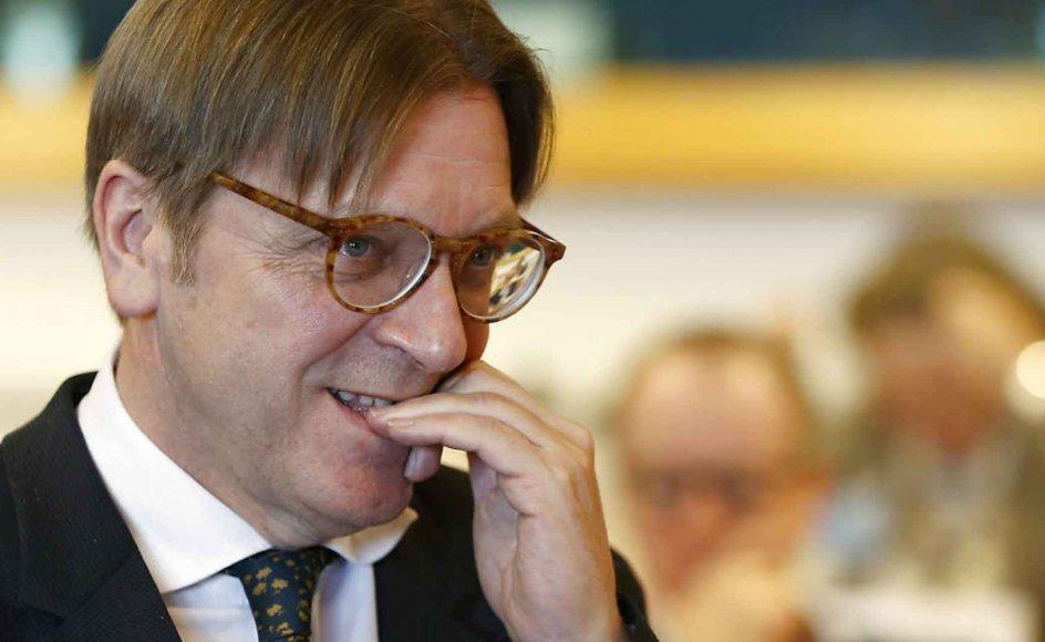 """""""Den triste sandhed er, at hvis Ungarn og Polen søgte om EU-medlemskab i dag, ville ingen af dem få det. Deres befolkninger bør nøje overveje, hvad dette betyder. Deres aktuelle ledere påstår, at de går i brechen for landenes nationale interesser. Men er det virkelig i landenes interesser at blive sat af holdet af USA, Nato og resten af Europa?"""" spørger Guy Verhofstadt."""