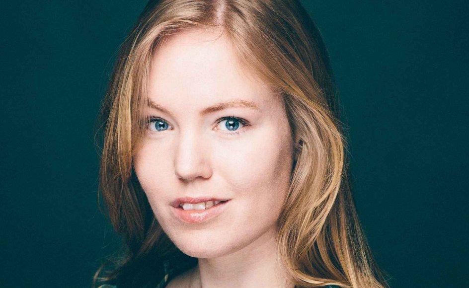 Den 26-årige dramatiker Simone Isabel Nørgaard modtager den 27. maj Danske Dramatikeres Talentpris for sin håndværksmæssige dygtighed og et sprogligt elegant udtryk. –
