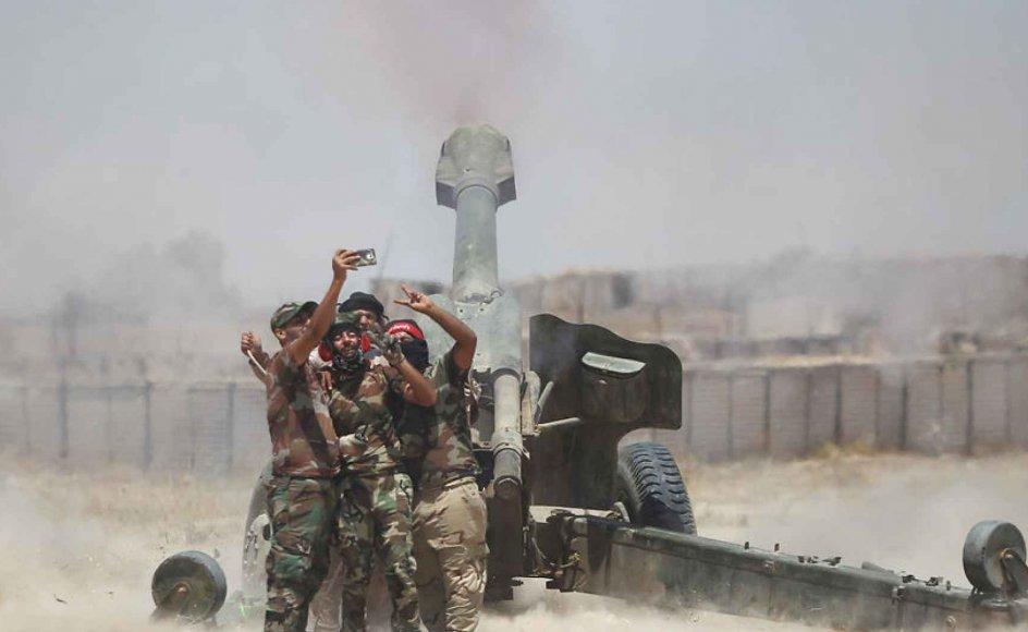 Den mest synlige form for ekstremisme er Islamisk Stat, som også er et resultat af den nye renæssance.  Her er en gruppe, der kæmper sammen med den irakiske hær ved at storme og tilbageerobre byen Fallujah fra Islamisk Stat, hvor 50.000 civile befinder sig.
