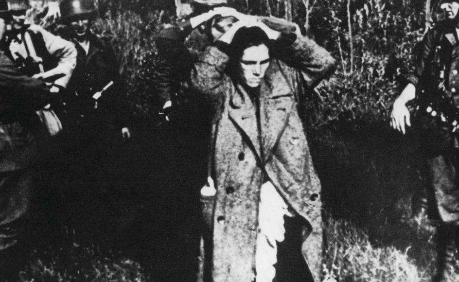Russiske civile taget til fange under invasionen i 1941. –