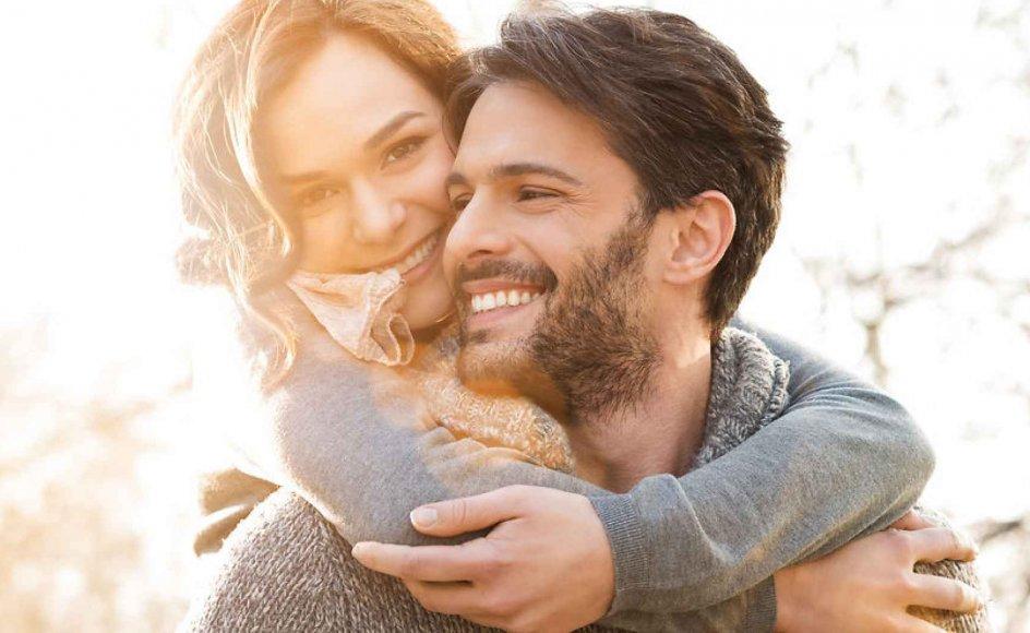 Fred i parforholdet opstår, når man lykkes med at være trygt forbundet med et andet menneske, og man samtidig kan være fuldstændig sig selv. Modelfoto.