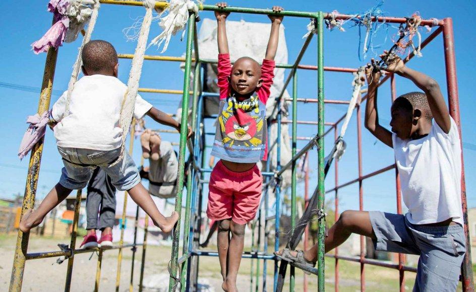 Der kan blive bedre plads i klatrestativet for fremtidens børn i Sydafrika. Landet ser ud til at have fået styr på befolkningstilvæksten.