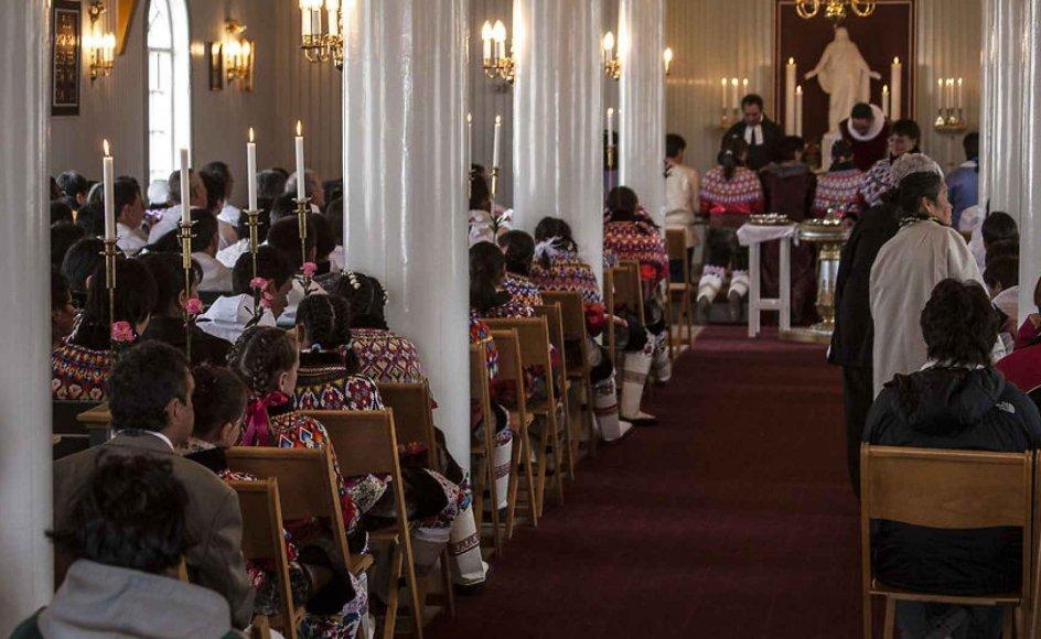 Over 98 procent af grønlænderne siger, de er kristne. Her er Zionskirken i Ilulissat fyldt med konfirmationsgæster.