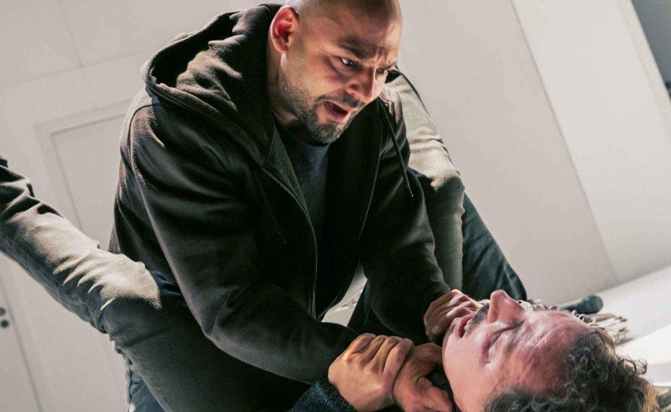 Janus Nabil Bakrawi og Ernesto Piga Carbone spiller rollerne J og E i teaterstykket Vinger